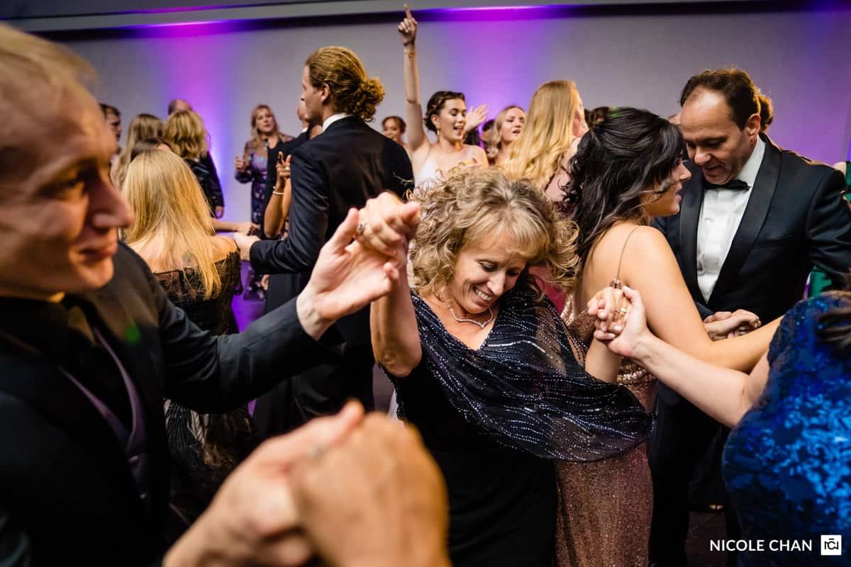 nina-michael-boston-state-room-great-room-wedding-photos-nicole-chan-photography-0038